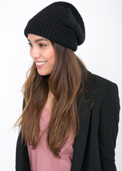 Merino Slouchy Knitted Beanie Black